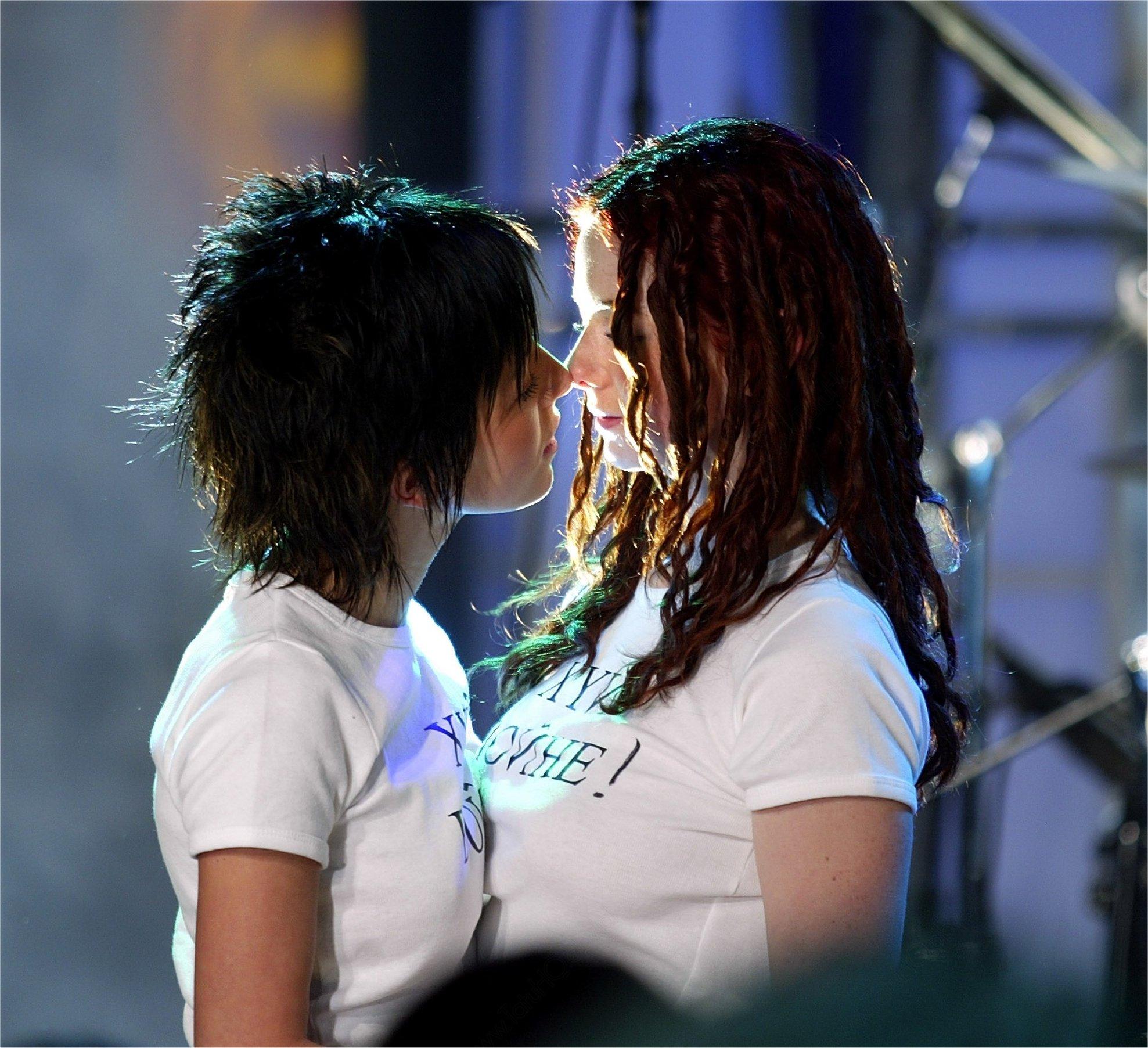 Фотография поцелуя двух девушек 13 фотография